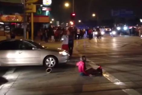 Le destrozan el coche por atropellar a una mujer