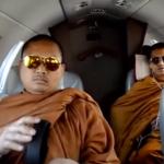 Monjes budistas con gafas de sol, iPods y bolsos Vuitton protagonizan el último escándalo en la red
