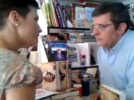 Una mujer insulta a Mario Tascón en la Feria del Libro de Madrid