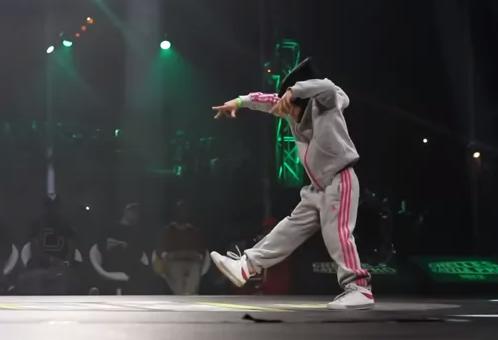 Esta niña baila breakdance mejor que muchos adultos