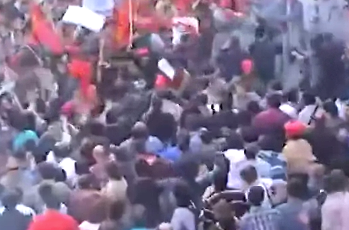 Salvaje enfrentamiento entre manifestantes y la policía turca en Estambul