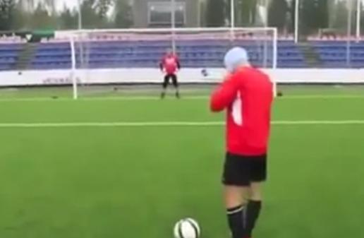Así es como se tira un penalti a ciegas