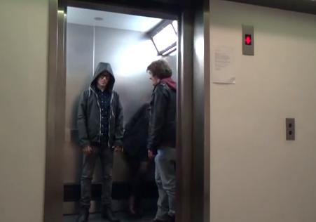 Cámara oculta: Un Jedi utiliza La Fuerza en un ascensor