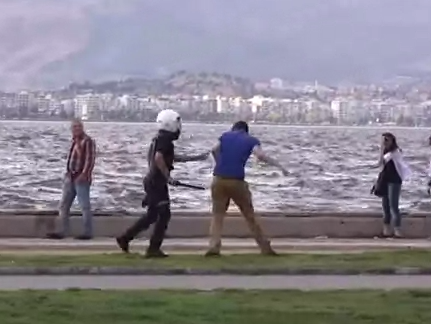Violencia policial en Izmir, Turquía