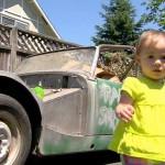 Una niña de 14 meses coge el móvil de su padre y compra un coche por eBay