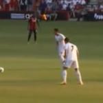Cristiano Ronaldo le rompe la muñeca a un niño en el disparo de una falta (vídeo)
