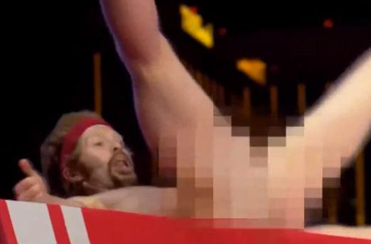 Un hombre desnudo se cuela en el programa American Ninja Warrior