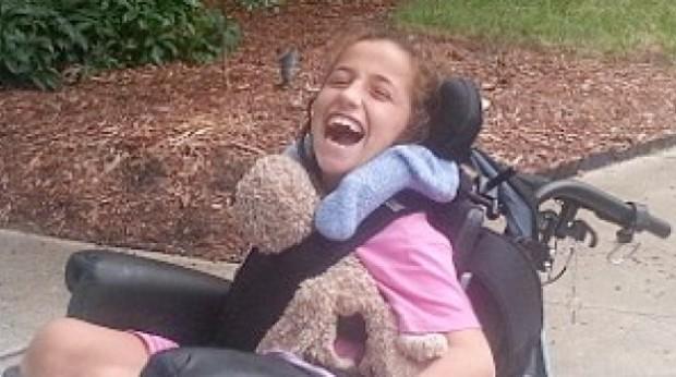 """Un museo prohibe la entrada a una niña en silla de ruedas por si """"ensucia la moqueta"""""""