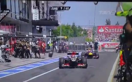 Un neumático del coche de Mark Webber sale despedido y golpea a un cámara