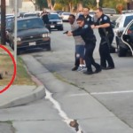 La policía arresta a un hombre por grabar unos coches patrulla y luego tirotea a su perro