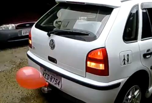 ¿Tu coche no tiene sensor de aparcamiento?. No hay problema...