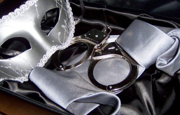 '50 sombras de Grey' disparan las intervenciones de bomberos por parejas esposadas que no pueden liberarse