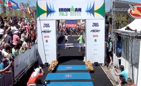 Jérémy Jurkiewicz aprende a no celebrar la victoria antes de tiempo en el Ironman Brasil 2013