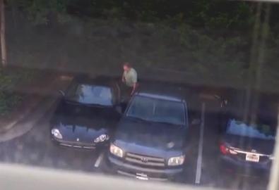 Eso te pasa por aparcar como un idiota