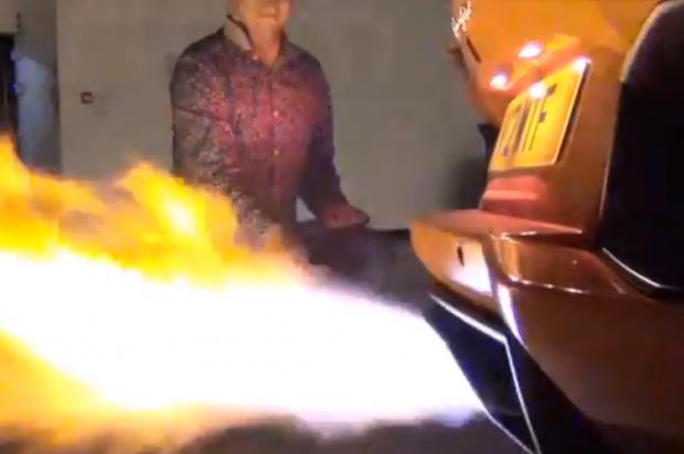 Cómo asar una salchicha en un Lamborghini Aventador