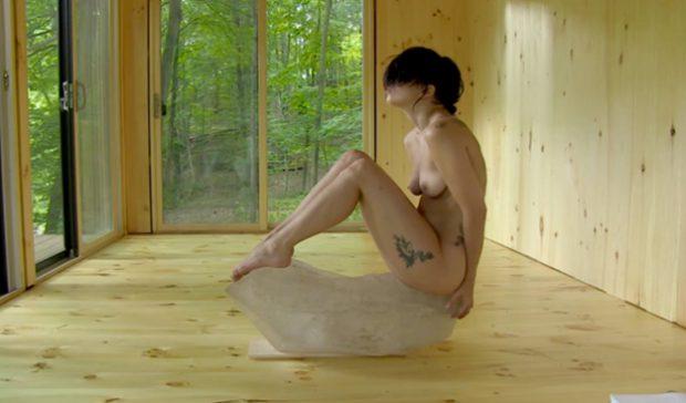Lady Gaga se desnuda para practicar el ''método Abramović''