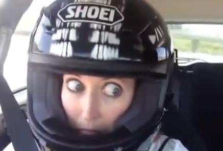 La mujer a la que se le salen los ojos con la velocidad