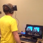 Reacción de un chico al probar Oculus Rift, un dispositivo de realidad virtual