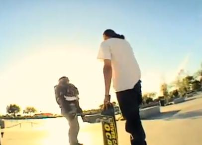 Un skater derriba a un niño y su madre le mete un puñetazo en la cara