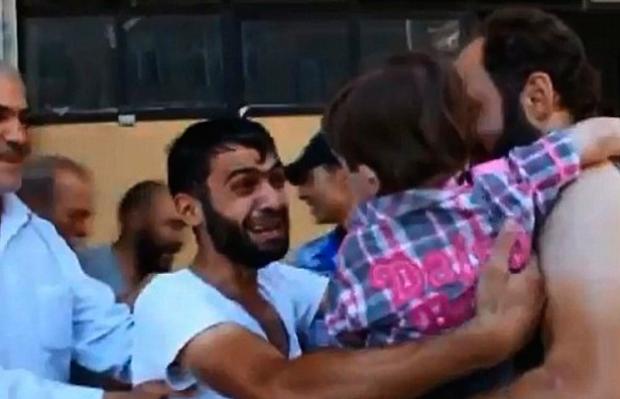 El reencuentro de un padre sirio con su hijo que pensaba que había muerto
