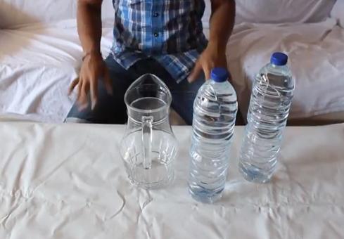 Cómo vaciar una botella de agua en 2 segundos