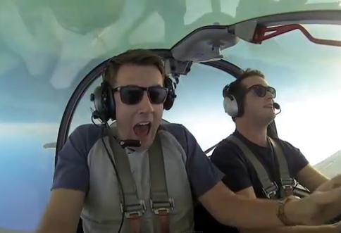 ¿Tienes miedo a volar?. ¿Qué tal un vuelo acrobático?