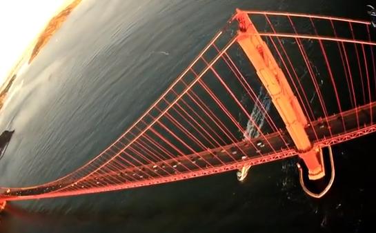 Avión RC con GoPro sobrevolando el Golden Gate