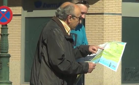 Sale a las calles de Zaragoza con el mapa del GTA V para ver se le pueden ayudar a ubicarse