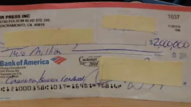 Un trabajador de Metro de Madrid encuentra en un vagón un cheque de 2 millones de dólares