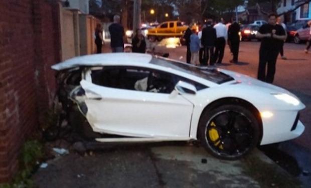 Un Lamborghini Aventador de 400.000 dólares se parte en dos tras un choque