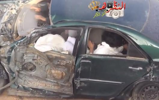 Unos saudíes sobreviven milagrosamente tras chocar violentamente contra un camión (vídeo)