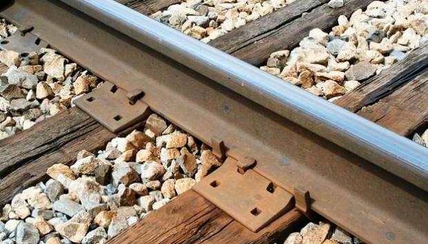 Un tren mata a una mujer y mutila a un hombre que practicaban sexo en la vía