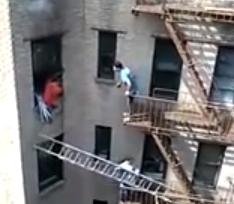 Vecino se juega el tipo para rescatar a otro de un incendio