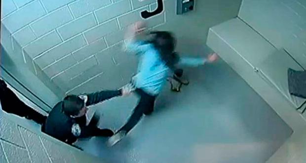 La brutalidad policial le destroza la cara a una mujer de Chicago