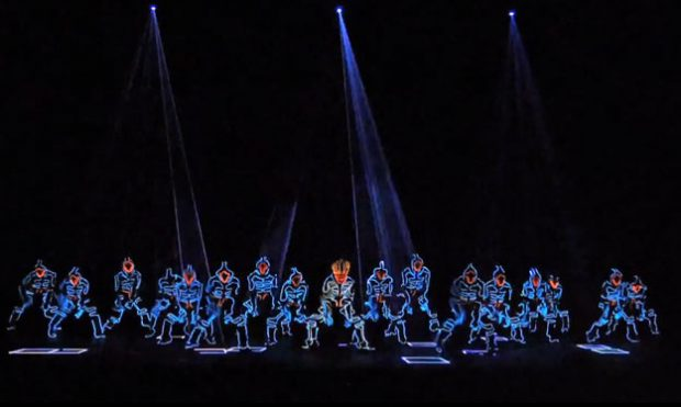 Nueva actuación de Wrecking Crew Orchestra con trajes LED