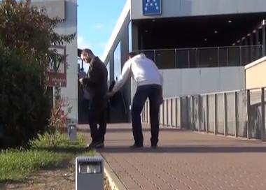 Experimento: ¿Interrumpirías a un carterista que está robando a otra persona?