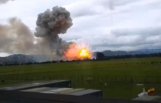 Explosión en fábrica de cohetes rompe ventanas a más de 3 km de distancia