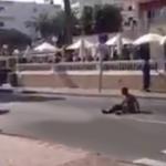 Le mete una patada en la cabeza a un borracho que impedía que los coches circularan en Magaluf, Mallorca