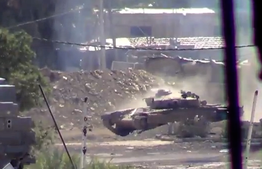 Un tanque disparando directamente a la cámara en Siria. Impresionante