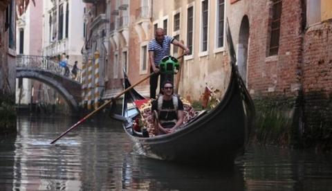 Ya puedes navegar por los canales de Venecia desde tu casa. Increíble