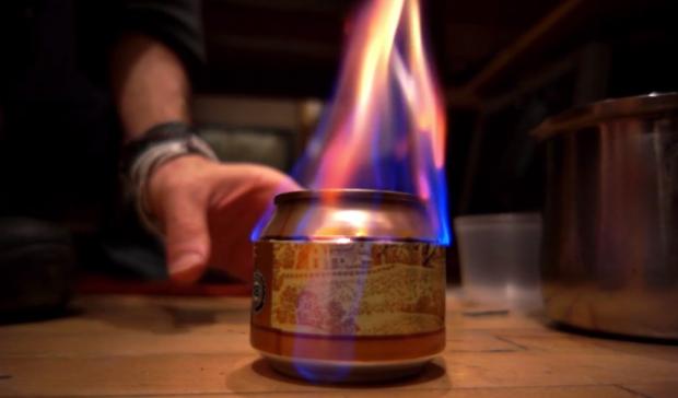 Cómo transformar una lata de cerveza en el hornillo que un día puedes necesitar