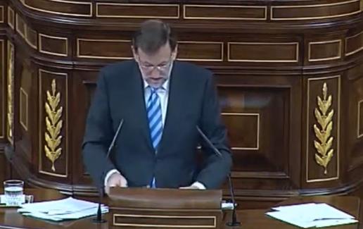 Mariano Rajoy pierde los papeles y se hace un lío en el Congreso