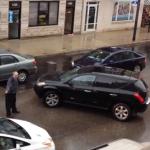 Choca contra el coche de un taxista y se escapa del lugar chocando antes contra otros vehículos