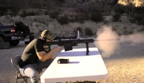 Playstation 4 vs. Arma del calibre 50