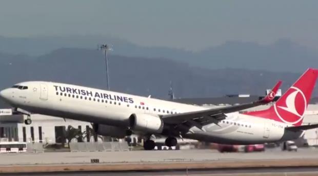 Boeing 737-900 de Turkish Airlines casi golpea con la cola al aterrizar en el aeropuerto de Málaga