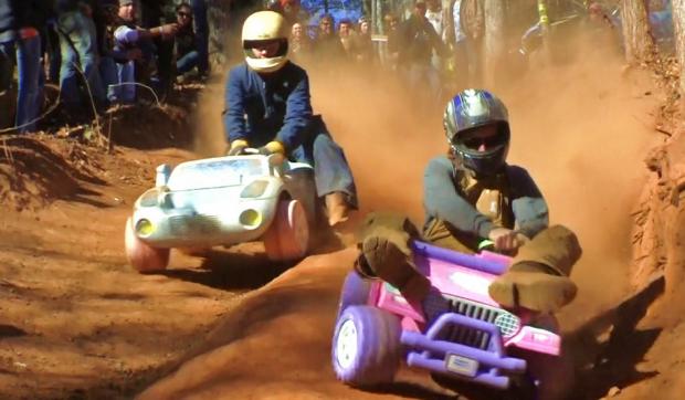 Carrera extrema con jeeps de Barbie 2013