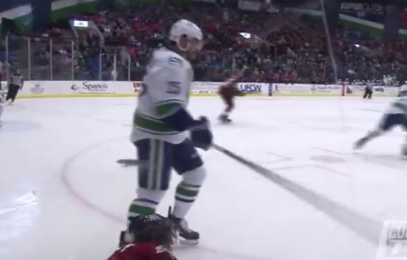 En el hockey sobre hielo nunca se puede bajar la guardia...