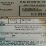 Multan a un conductor en Las Palmas por ir hablando con su acompañante
