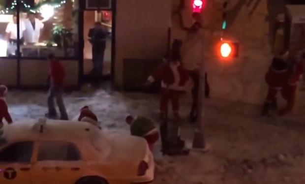Pelea entre 8 hombres borrachos disfrazados de Papá Noel