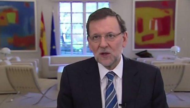 Rajoy lee sin mirar a cámara su mensaje de homenaje a la Constitución (Vídeo)